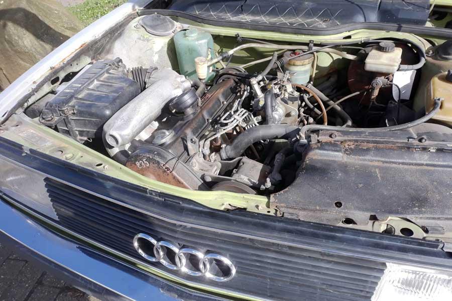 Motor Audi 100