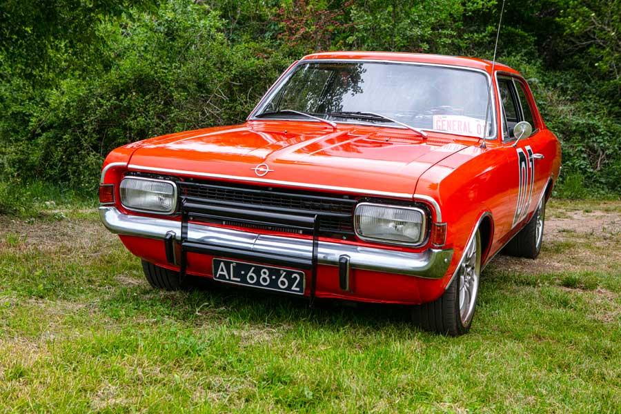 Opel Rekord 1700 restauratie Dukes of Hazzard General Lee