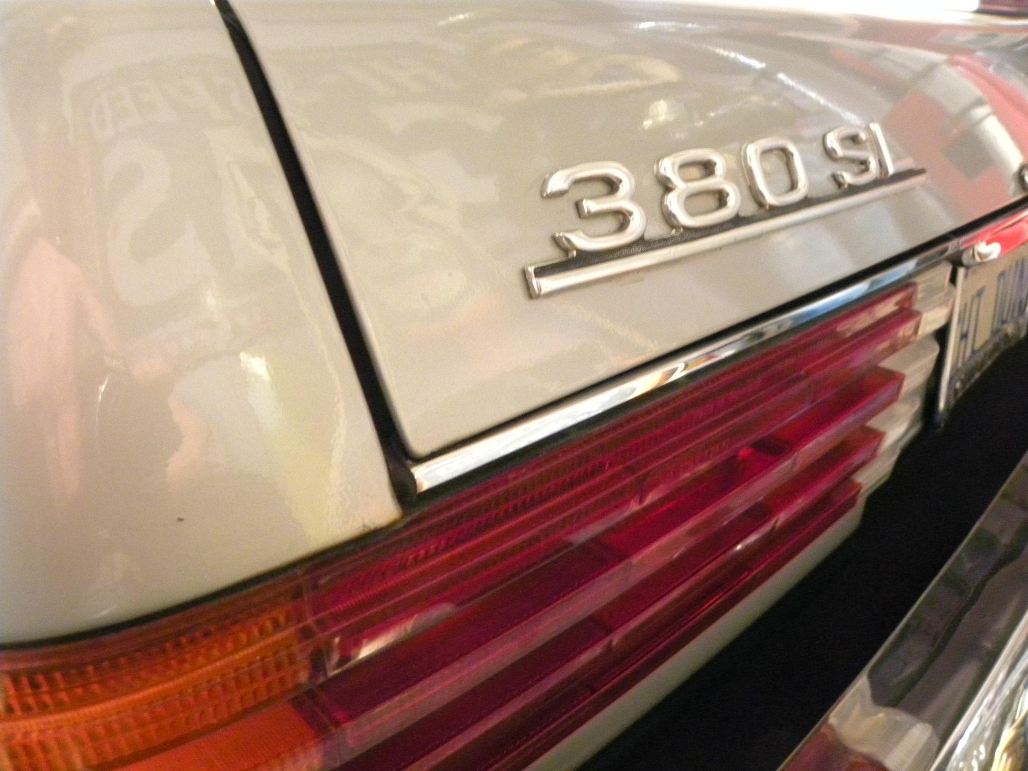 Mercedes-Benz V8 380 SL
