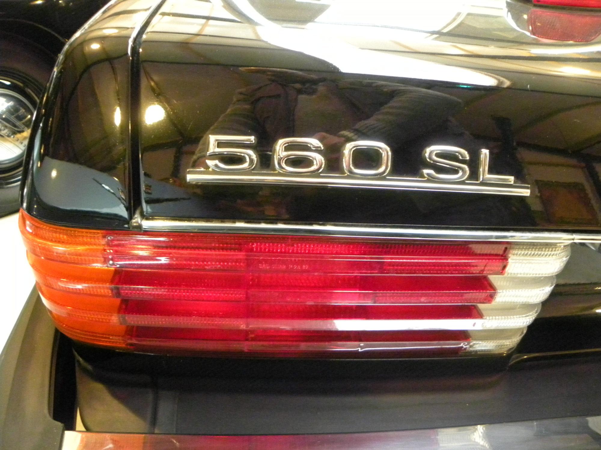 Mercedes-Benz V8 560 SL