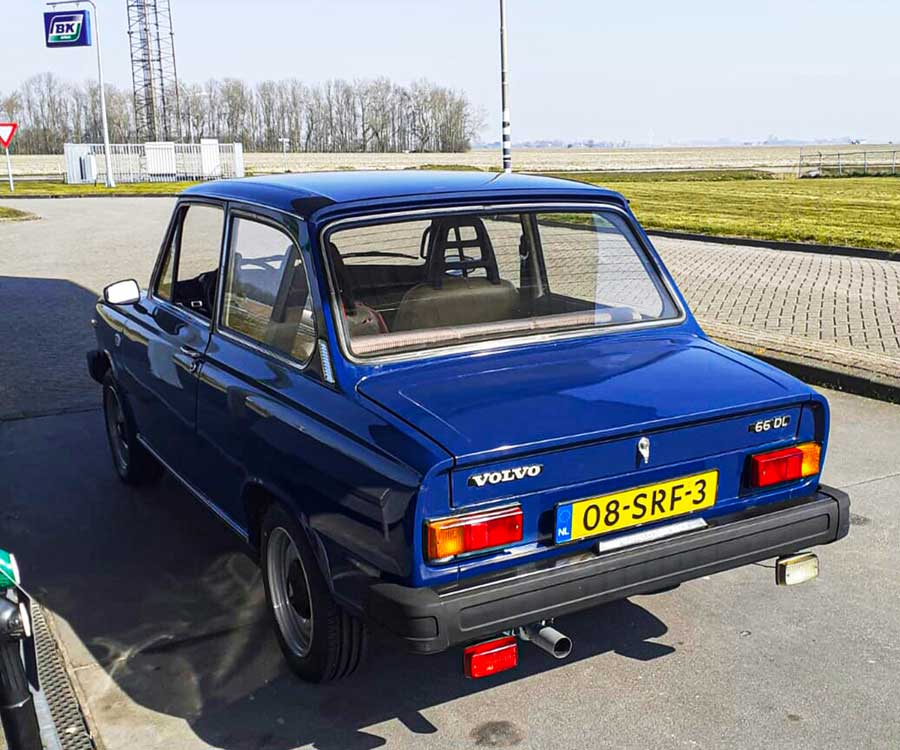 VOLVO 66 DL (1979)