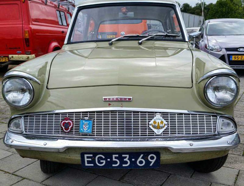 Ford Anglia de luxe (1960)